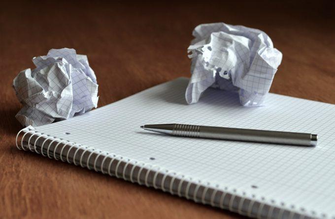 ノートと紙くず